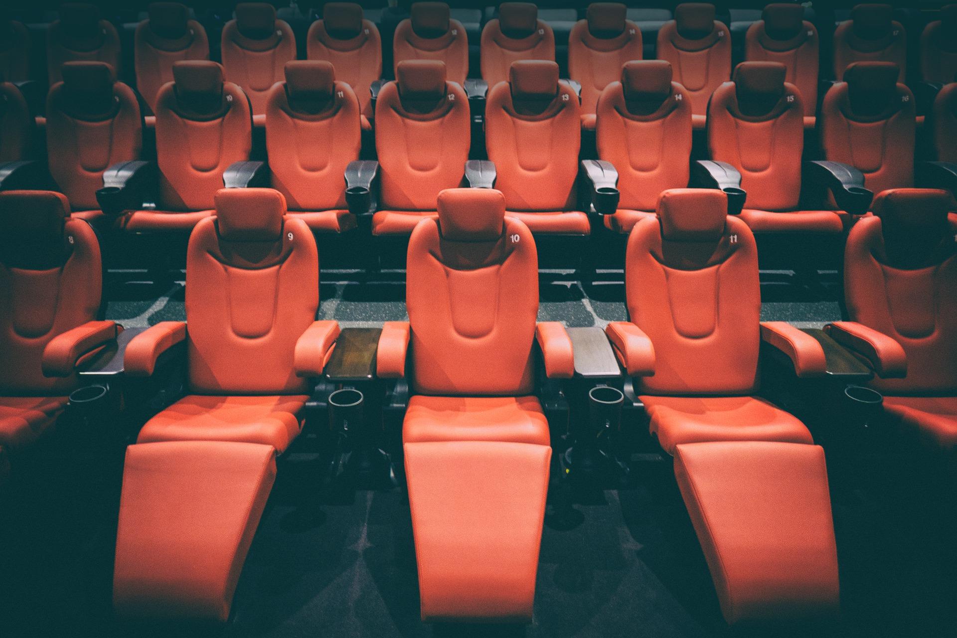 Массаж в кинотеатре