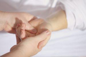 Массаж пальцев рук при депрессии